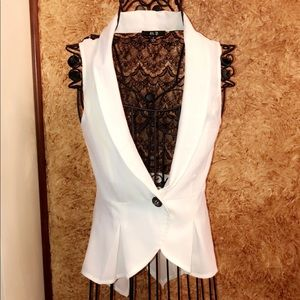 ❤️ Beautiful Cropped Vest with Black Lace